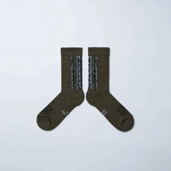Sq.-jpg-Nozzle-Quiz-Olive-Fog-LANDING-Midcalf-Socks-3.jpg